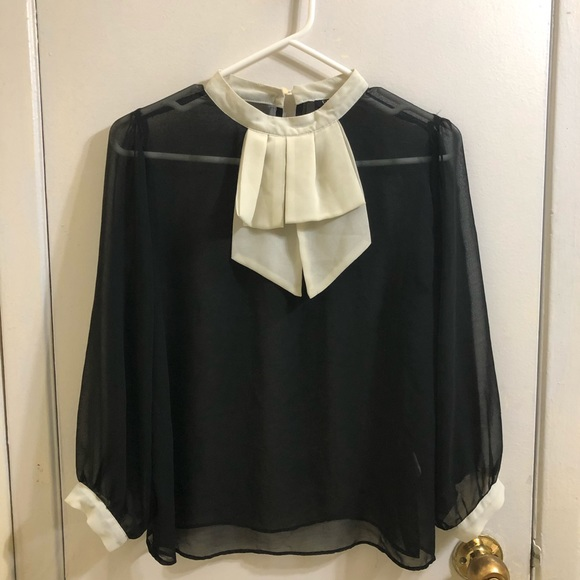 Preppy Black Blouse with White Collar